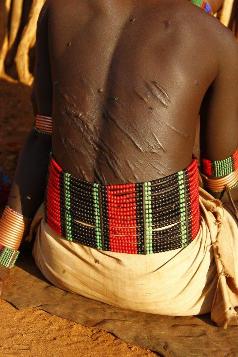 hrbet ženske, pleme Hamer, Etiopija